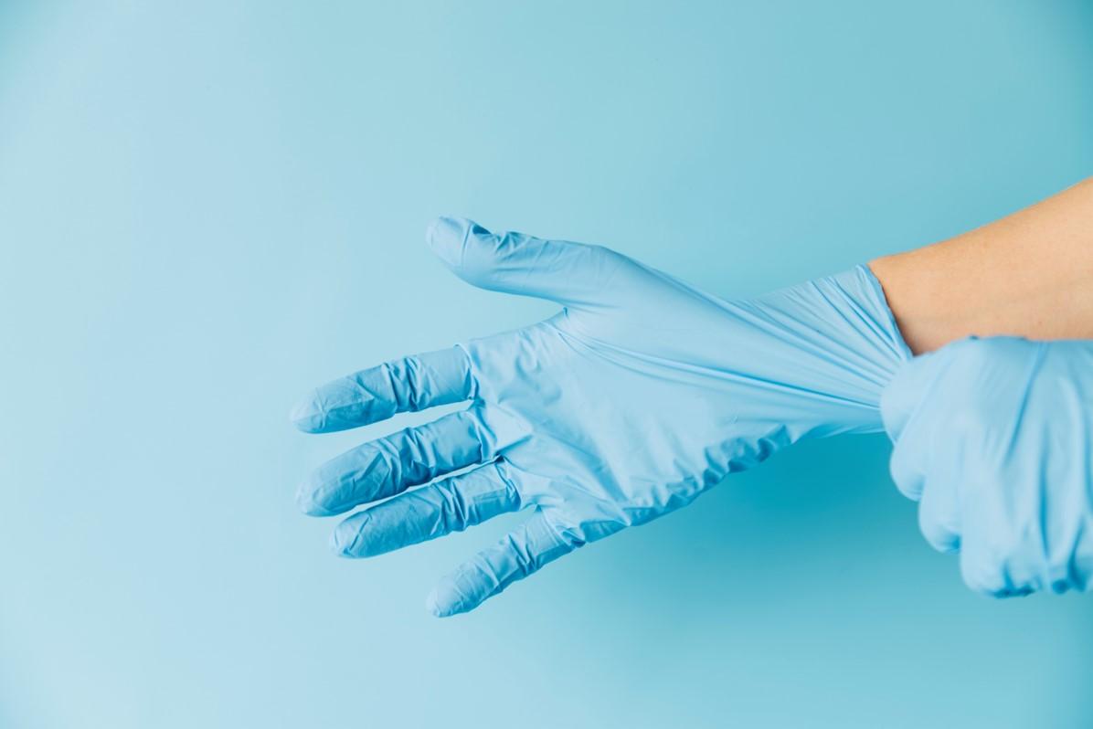 Poszukiwani dostawcy jednorazowych rękawiczek nitrylowych