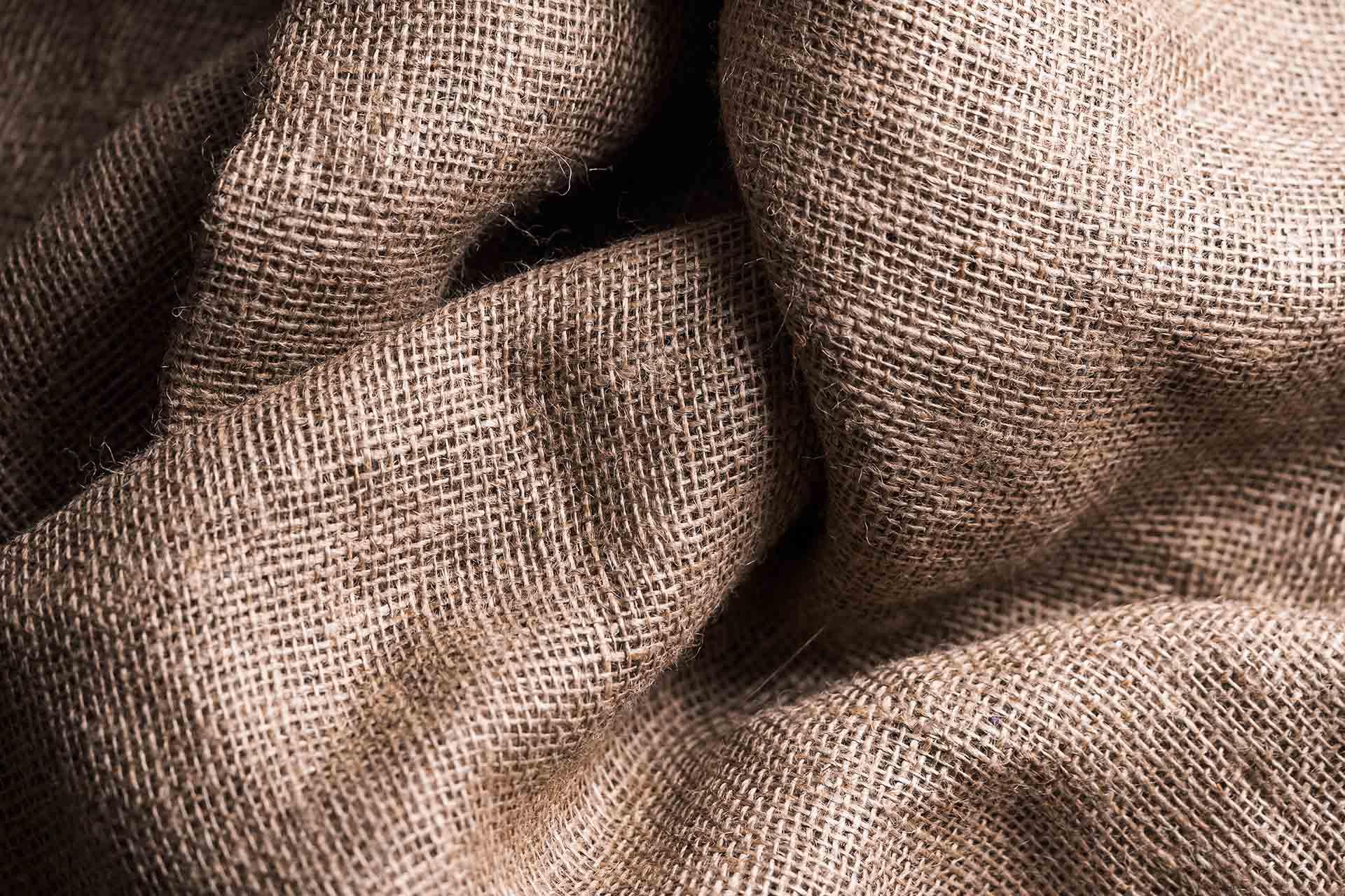 Rumuński producent tekstyliów domowych poszukuje dostawców wysokiej jakości niebielonej przędzy konopnej